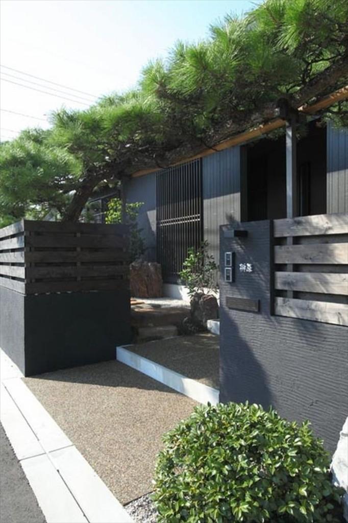 玄関斜め庭_R